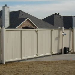 Vinyl Fence Gate in DFW